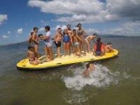 Juegos en paddle sup gigante en Arosa