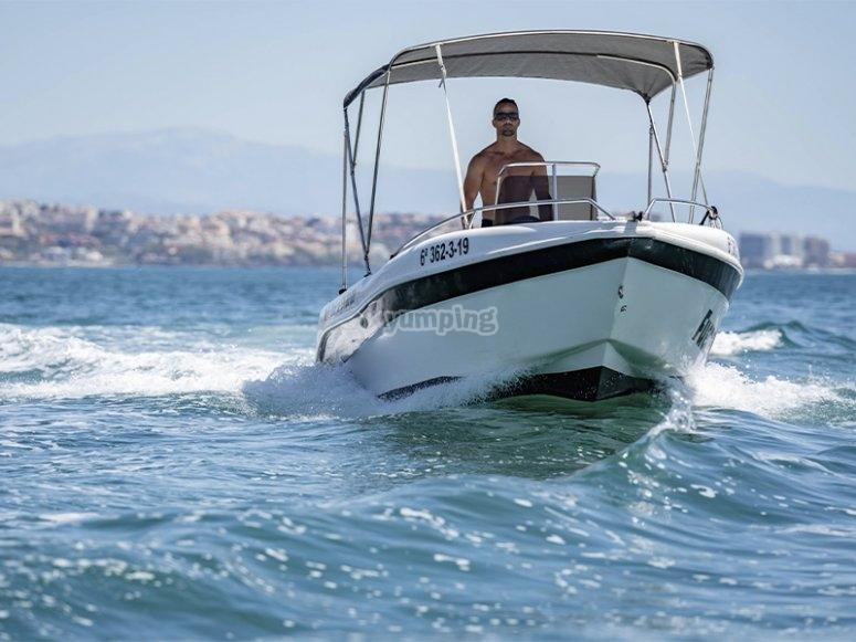 Alquilar un barco sin licencia en Fuengirola