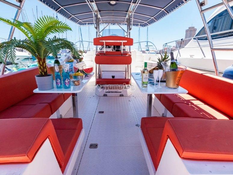 马拉加的派对船