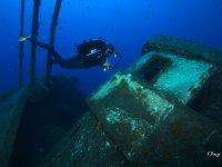 潜水探索沉船