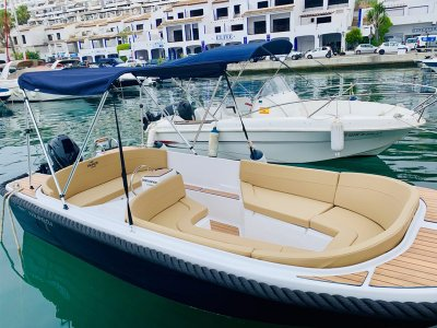 Alquiler de barco sin licencia por Almuñécar 8 hrs