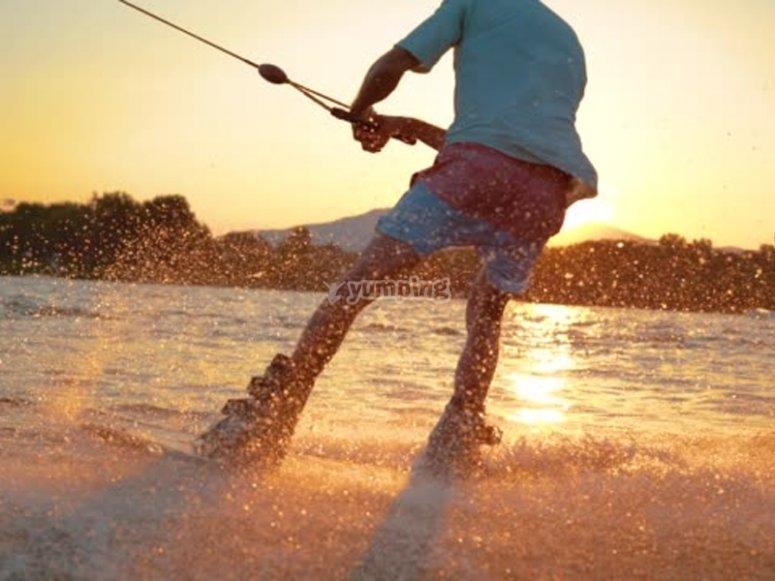 巴塞罗内塔海滩滑水