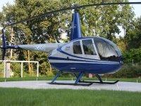 helicoptero en el cesped