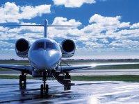 jet privado en el atardecer