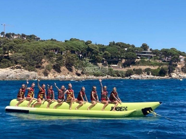Chicas a bordo de la banana boat
