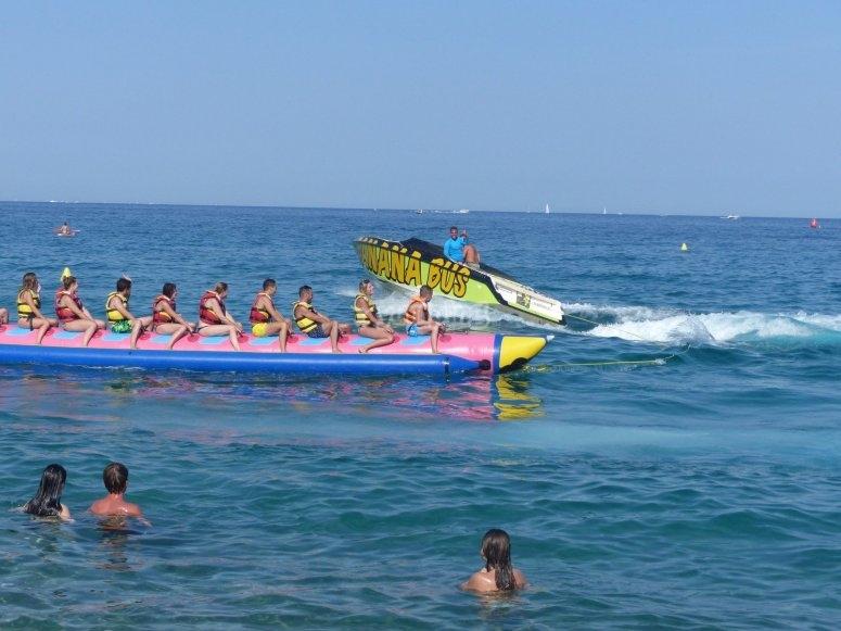 Subidos a la banana boat en Platja d Aro