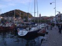 Barca a vela nel porto