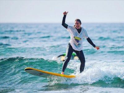 Clase de surf principiantes playa Las Américas 6 h