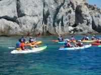 Varios kayaks