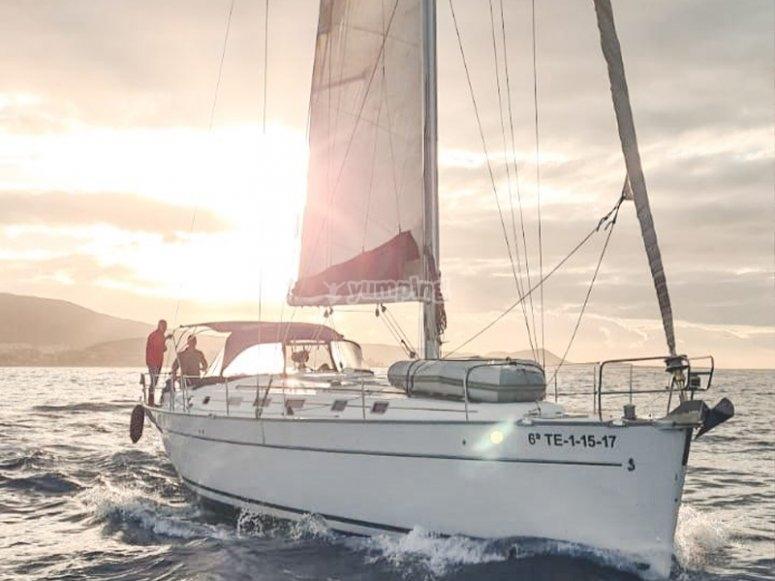 在特内里费岛租一艘帆船