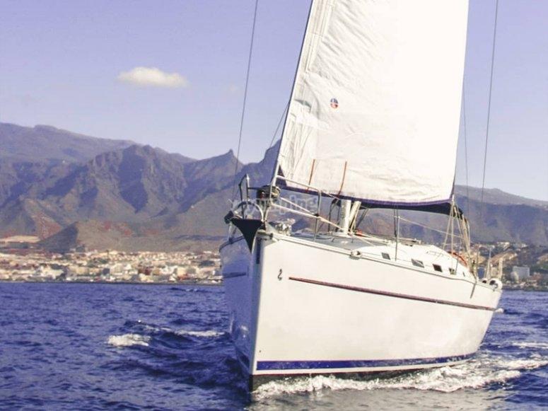 在阿德赫租一艘带船长的帆船