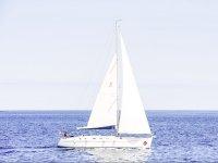 在阿德赫租帆船