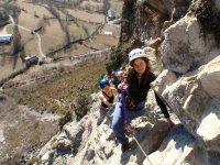 通过在阿利坎特铁索攀岩练习在阿利坎特