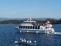 Barca che naviga sulla Rias Baixas