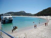 Barca che visita le Isole Cies