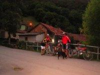 航线的越野路线日落自行车道