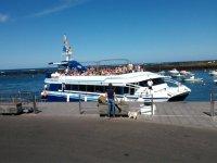 Barco en el puerto de Orzola