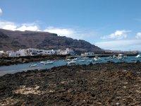 Barcos en el puerto de Orzola