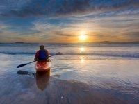 Remando hacia la puesta de sol