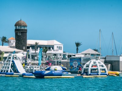 Acceso parque hinchable bahía Caleta de Fuste 1 h