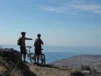 Viendo la costa desde las bicicletas