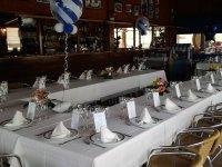 Tavolo del ristorante preparato per un evento