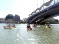 穿过塞维利亚的皮划艇游览