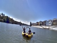 沿着瓜达基维尔河岸的皮划艇之旅