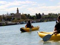 塞维利亚大河上的皮划艇