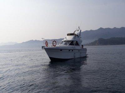 Viaggio in yacht attraverso la baia di Lastres 90 minuti