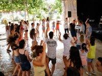 Bailando en el campamento