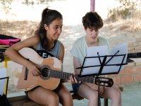 Aprendiendo temas nuevos con la guitarra