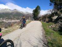 Bici en camino asfaltado en Gredos