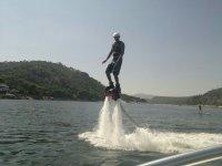 Flyboard con agua a presion