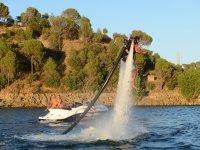 Volando con el barco en jet pack