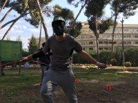 Jugador con flechas de archery tag en Salou