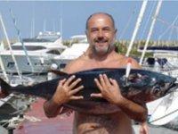 垂钓之旅垂钓从巴塞罗那旅行标志摩托艇