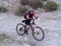 con la bici de montaña