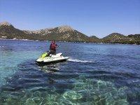 在马略卡岛(Mallorca)乘坐喷气滑雪