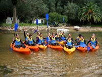 Grupo en kayak en aguas portuguesas