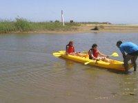 Partiendo con el kayak de la orilla