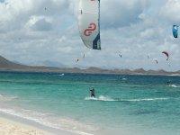 Kitesurf por la playa de Fuerteventura