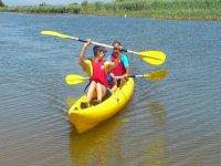Paleando en familia en el kayak