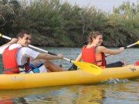 Pareja remando en el Ebro