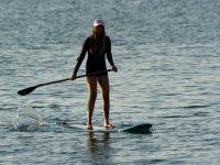 准备大美女桨冲浪的logopindongos travesias开始