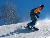 Practica el snowboard