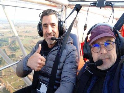 飞机沿 L'Esartit 海岸飞行 90 分钟
