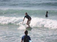 En burca de las primeras olas.
