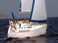 personas a bordo de un velero