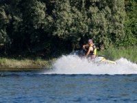 乘坐水上摩托车